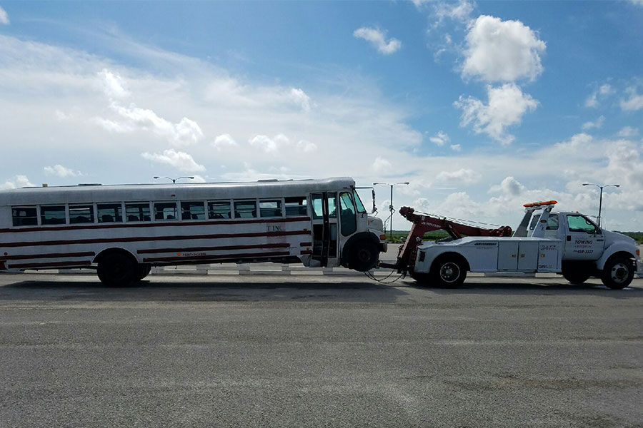 Emergency-Towing-Services-807