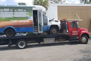 Read more about the article 7 Benefits of Flatbed Towing in Cape Coral