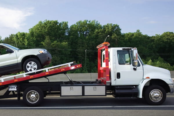 Read more about the article Important Steps to Ensure a Safe Emergency Tow